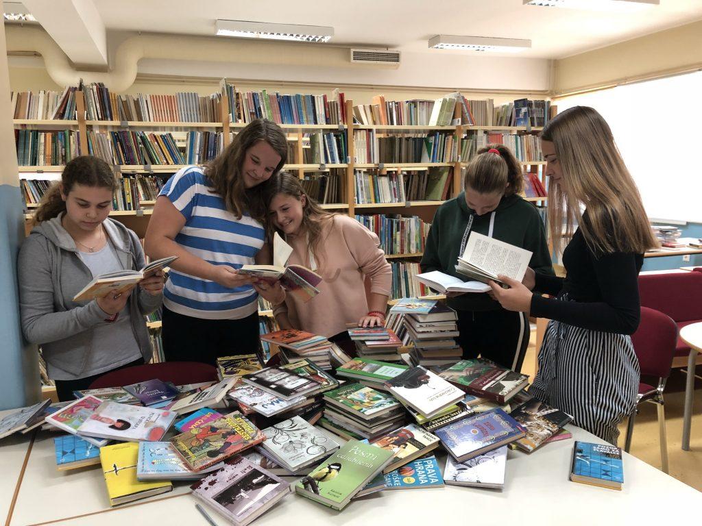 Prostovoljstvo v vrtcu in pomoč v knjižnici